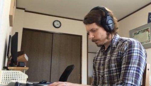 Lucas Pope, Amerikalı, Japonya'daki ev ofisinde çalışıyor